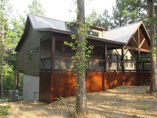 Magnolia Trail - Sleeps 2, Beautiful Magnolia Designs, Hot Tub, Outdoor Living