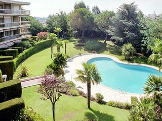 Spacious apartment very close to the centre of Cannes with Parking, Washing mach