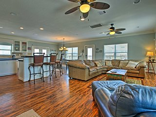 NEW! 'Sandcastle' Surfside Beach Home, Walk to Sea
