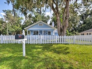 Charming Mount Dora Cottage w/ Front Porch & Yard!