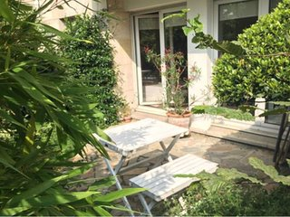 18→25 / 08, Calme & Confort à Paris, 110 m2+patios, 6 to 8 beddings. Best price.