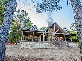 Choctaw Wind - 3 Master Bedrooms, Game Room, Sleeps 10, Hot Tub, Pet Friendly