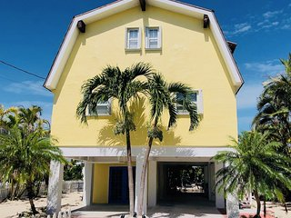 Pineapple Oasis - Spacious Waterfront 3BD/2BA Home - Sleeps 10