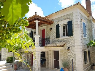 Loucha Holiday Home Sleeps 6 with Pool and WiFi - 5632995
