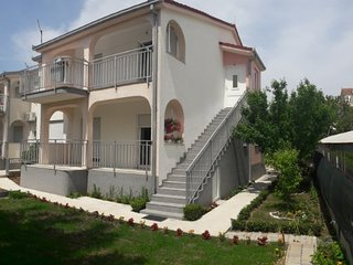 Large apt for 8 guests in Kastel Novi center