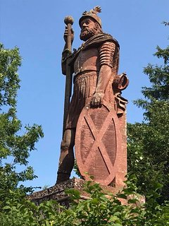 Scotlands first Knight Sir William Wallace. The Wallace Monument only 4 miles from the cottage.