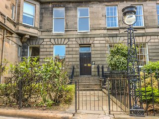 3 LYNEDOCH PLACE, dog-friendly, centre of Edinburgh