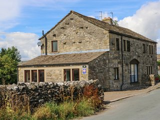 SUNNYSIDE COTTAGE, perfect for friends, Grassington