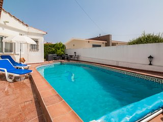 Lovely 4 Bed Villa With Pool Walking Distance To Amenities, Carvoeiro