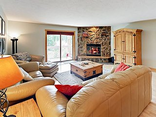 Lodge-Style 2BR w/ Private Deck - Drive Minutes to Ski Resort & Downtown