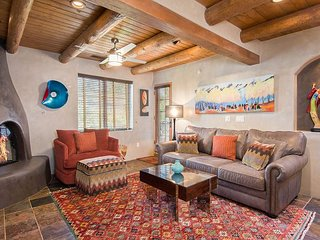 Luxury 2BR in Gated Paradise - Walk to Historic Plaza, Near Museums & Art