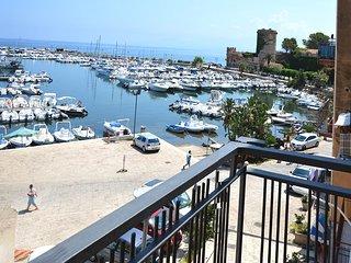 vista sul porto di San Nicola L'Arena - Trabia, Sicilia, Italia.