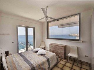 Appartamento sul mare con vista di Gallipoli vecchia e di tutta la baia