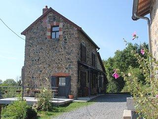 Gîte Via Nova 2-12 personnes, Monts d'Auvergne