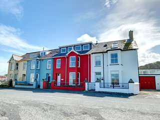 Gwelfor- near the beach and enjoys glorious sea views from most windows: BOW33