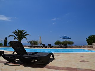 Lovely Eagle's Nest studios with amazing sea view, swimming pool in Lourdata