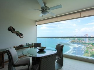 Brand New Luxury Executive Oceanfront apartment with SUV