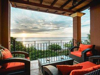 Beachfront Penthouse, amazing ocean views