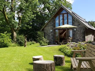 Gorgeous Detached 4* barn, sleeps 6, wifi, dog friendly, stunning mountain views