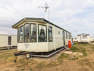 8 Berth. D/G & C/H. Pet friendly at St Osyth's Holiday Park. REF 28055 FV