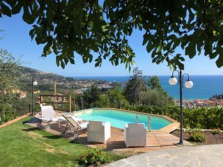 Il Golfo 6P with pool, Waterfront, Free WiFi, BBQ, near 5 Terre