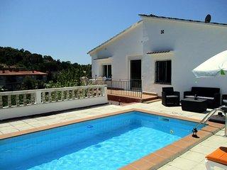 Costa Brava, maison avec piscine, vue fantastique sur la montagne, 20 mn plages