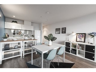 Comfy unit with city views and resort-style extras