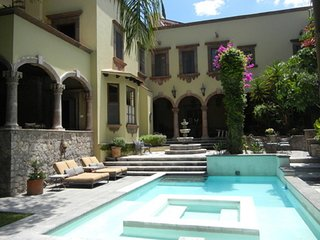 Spacious 4-Bedroom House and Casita With Heated Pool/Hot Tub & Beautiful Garden