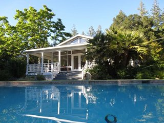 Wonderful estate with private pool & hot tub! Winetasting nearby!