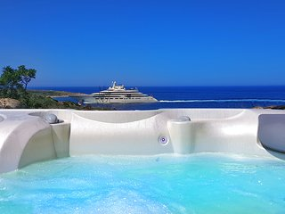 Porto Cervo- Villa by the sea with Hot-Tub Jacuzzi