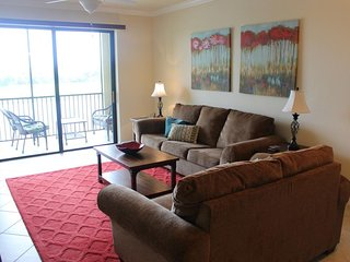 Beautiful condo with shared pools, tennis courts, golf on-site, gated community!