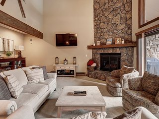 Beautifully Remodeled 4 Bedroom Townhome With Private Hot Tub!  Minutes to