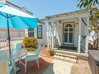 Steps to the Sand - Beach Bungalow Getaway just steps from the Beach & Bay!