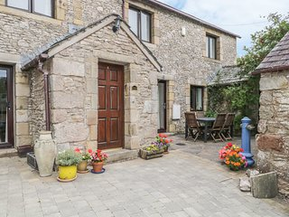 STONEGARTH COTTAGE, wi-fi, patio garden, parking. Ref: 972246