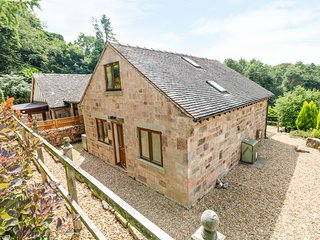 HURST COTTAGE, perfect for families, near Congleton