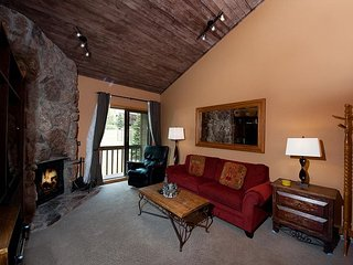 Affordable Condo - Heated Pool - Free Ski Shuttle - 4th Night Free