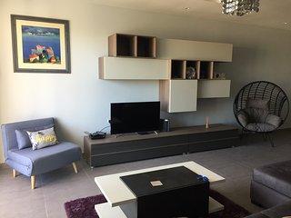 40' Smart TV, DVD, Wi-fi in Open Plan Lounge