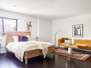 Lively Studio in Mid City by Sonder