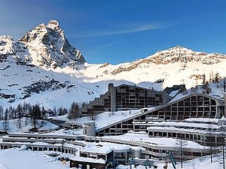Apartment by the ski slope with Matterhorn view