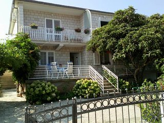 Mirca Apartment Sleeps 3 with Air Con and WiFi - 5459715