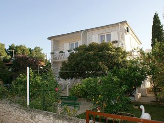 Mirca Apartment Sleeps 3 with Air Con and WiFi - 5459721