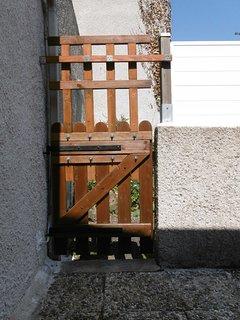 Pour fermer la terrasse lorsque les locataires emmènent leur chien.