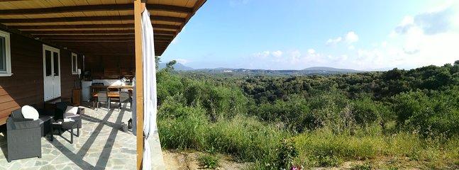 Vue de Calida sur la forêt, les oliviers et les collines