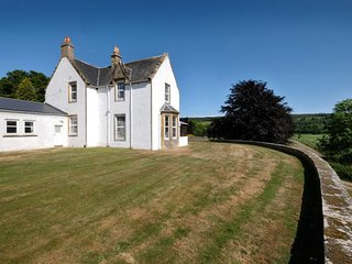 Comfortable House, Sleeps 12- Stunning Views