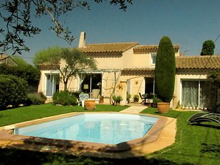 Jolie villa familiale avec piscine / Pretty family house with pool
