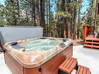 ~Living Log Cabin~Upscale Secluded Retreat With New Hot Tub~