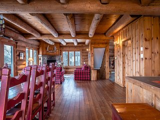 Traditional Log Cabin I Warm and Cozy / 272980