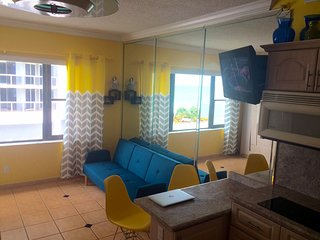Sunwashed Studio on the Ocean with Free Valet Parking