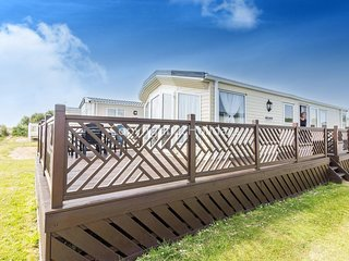 Broadland, 2 Bed, 6 Berth D/g and C/H with decking and full sea view  20286