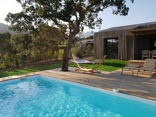 Villa neuve 8 pers, 4 ch, piscine privée chauffée, rivière de l'Osu